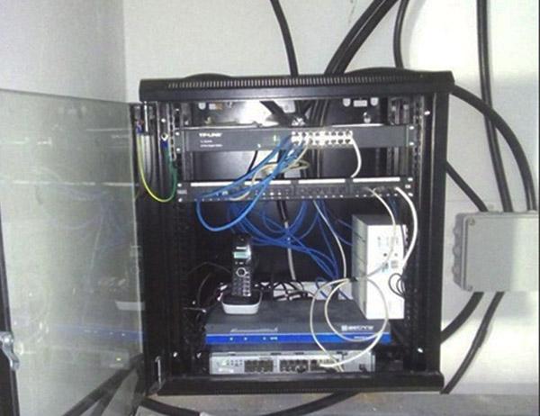Installazione armadio rack telefonia